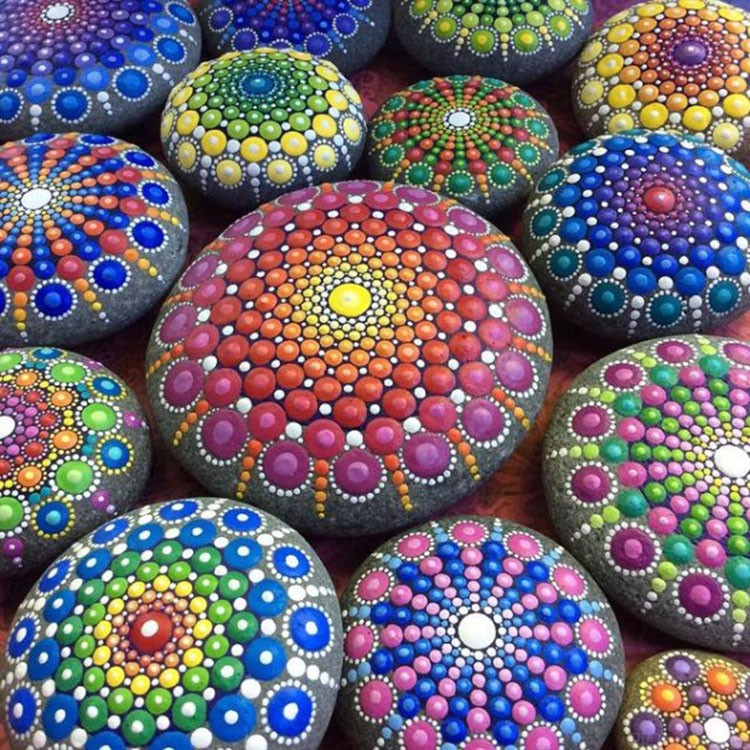 Точечные рисунки на камнях